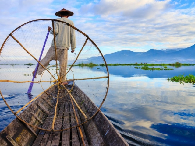 Essential Myanmar, Fisherman on Inle Lake