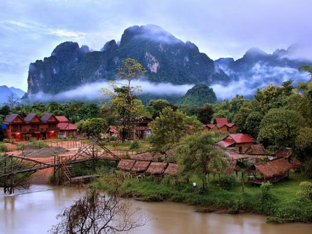 Laos Overland, Vang Vieng