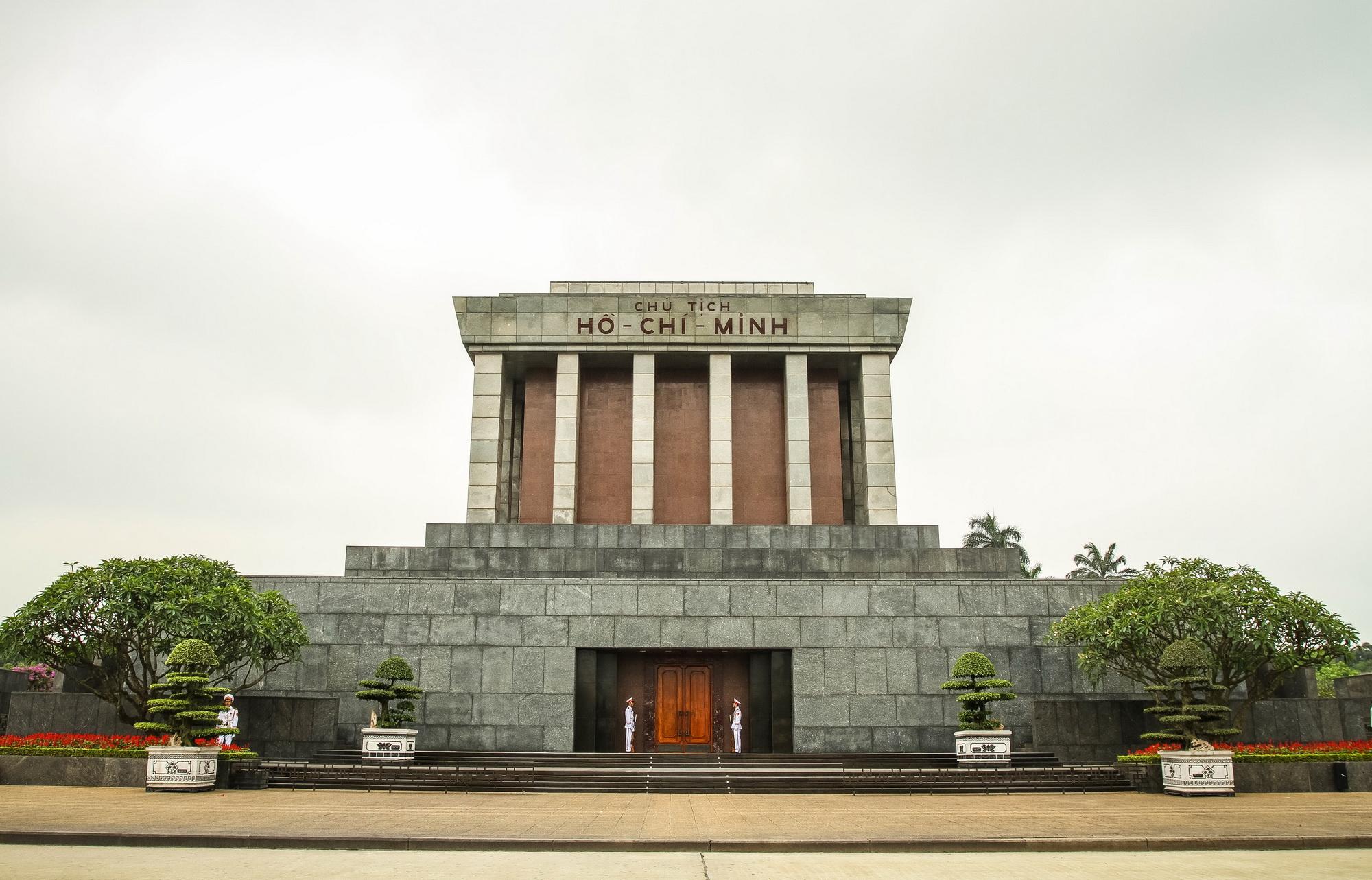 Hanoi & Halong Bay Discovery, Hanoi, Ho Chi Minh Mausoleum