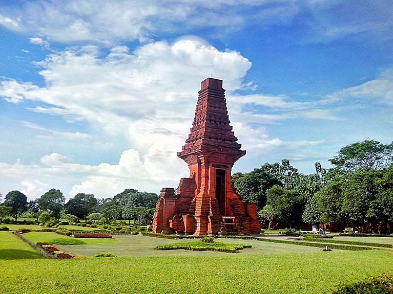 Indonesia, Jombang, Candi Bajang Ratu