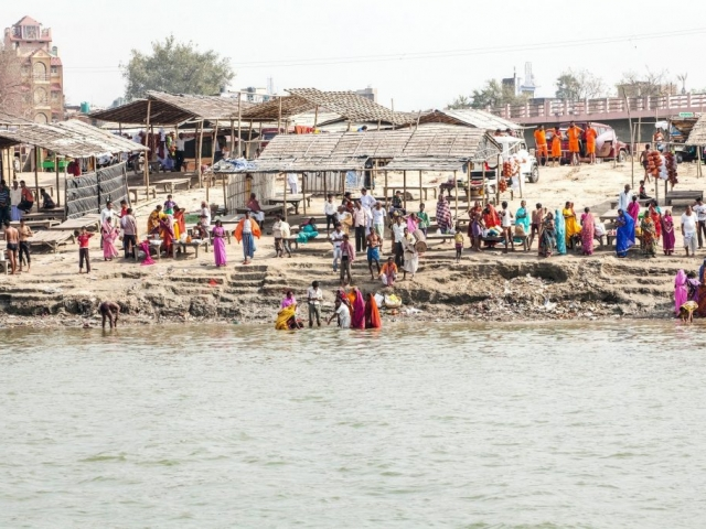 Pilgrims bathing in the Ganga at Sultanganj