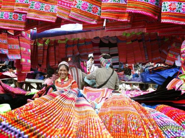 Hanoi & Sapa by Train, Sapa, Cao Son Market