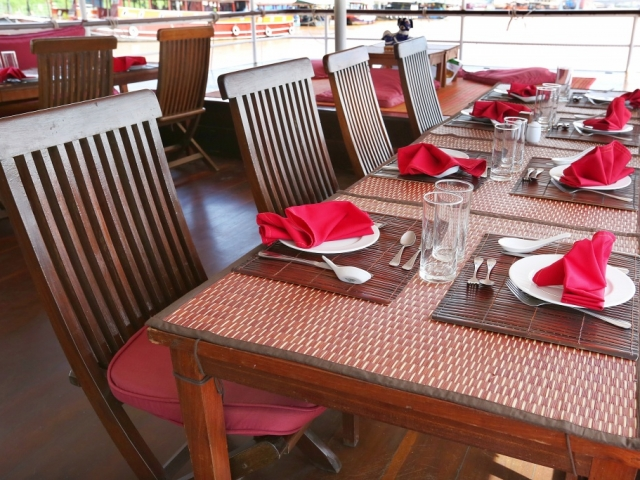 RV Toum Tiou - Tables on Deck