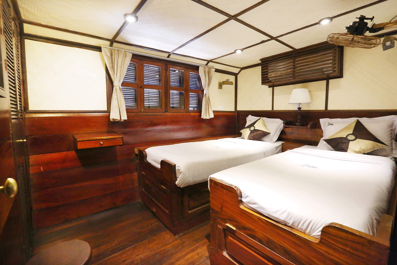 RV Toum Tiou, Deck, Cabin