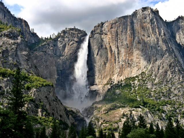 America, Yosemite National Park. Yosemite Falls