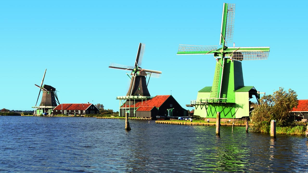 The Neverlands, Volendam, Windmills