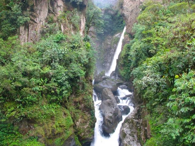 Ecuador, Banos, Pailon de Diablo Waterfall