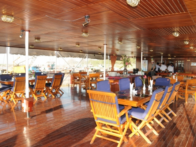 Pandaw River Expeditions, RV Kalaw Pandaw, Outdoor Dining Room