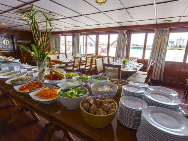 Pandaw River Expedition, RV Tonle Pandaw, Dining Room