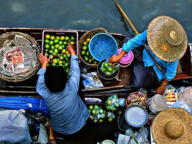 Treasures of Thailand, Damnoen Saduak Floating Market