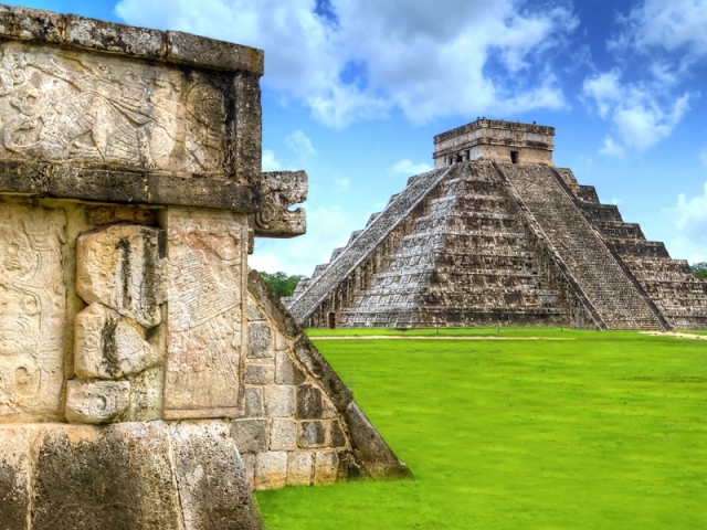 The Aztec & Maya Civilization, Kukulkan pyramid of Chichen Itza