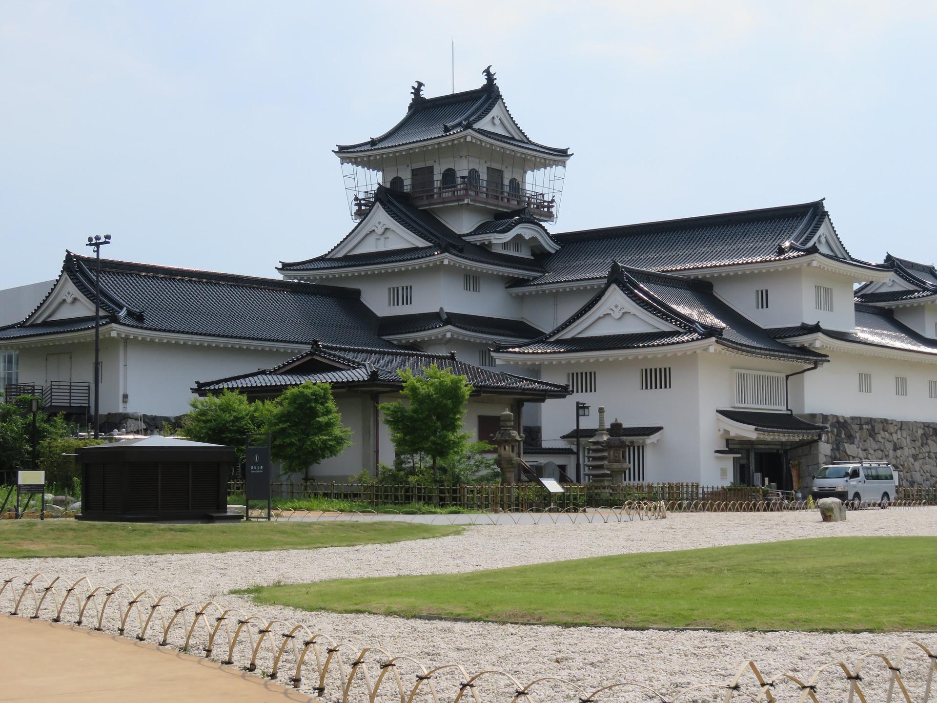 Hokuriku Golden Arch | Toyama Castle, Japan