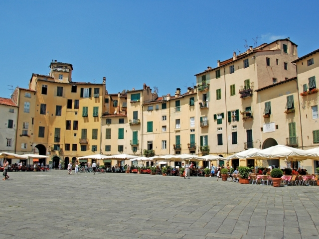 Tuscan Treats, Piazza Anfiteatro, Lucca, Italy