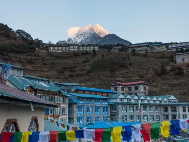 Everest in Style - Mount Thamserku, Nepal
