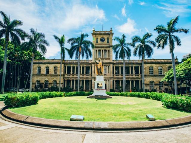Hawaii Four Island Adventure | Aliiolani Hale & King Kamehameha I Statue, Honolulu, Hawaii