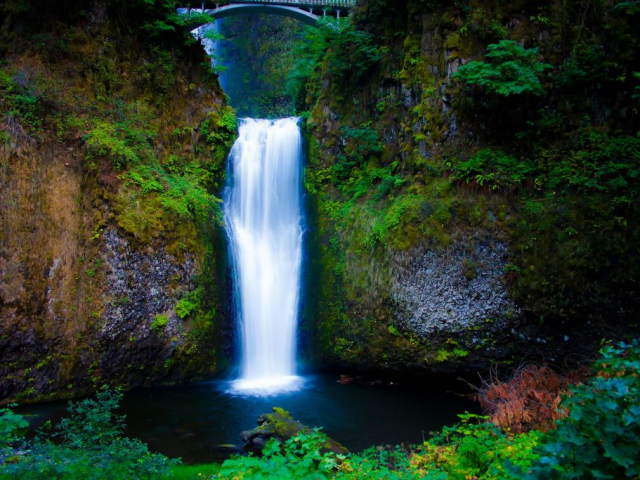 Oregon's Coast, Cascades & Craft Beers | Multnomah Falls, Columbia River Gorge, Oregon, USA