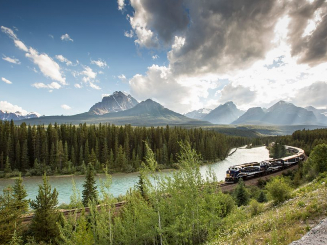 Spirit of the Rockies | Rocky Mountaineer train in Morant's Curve, Canada