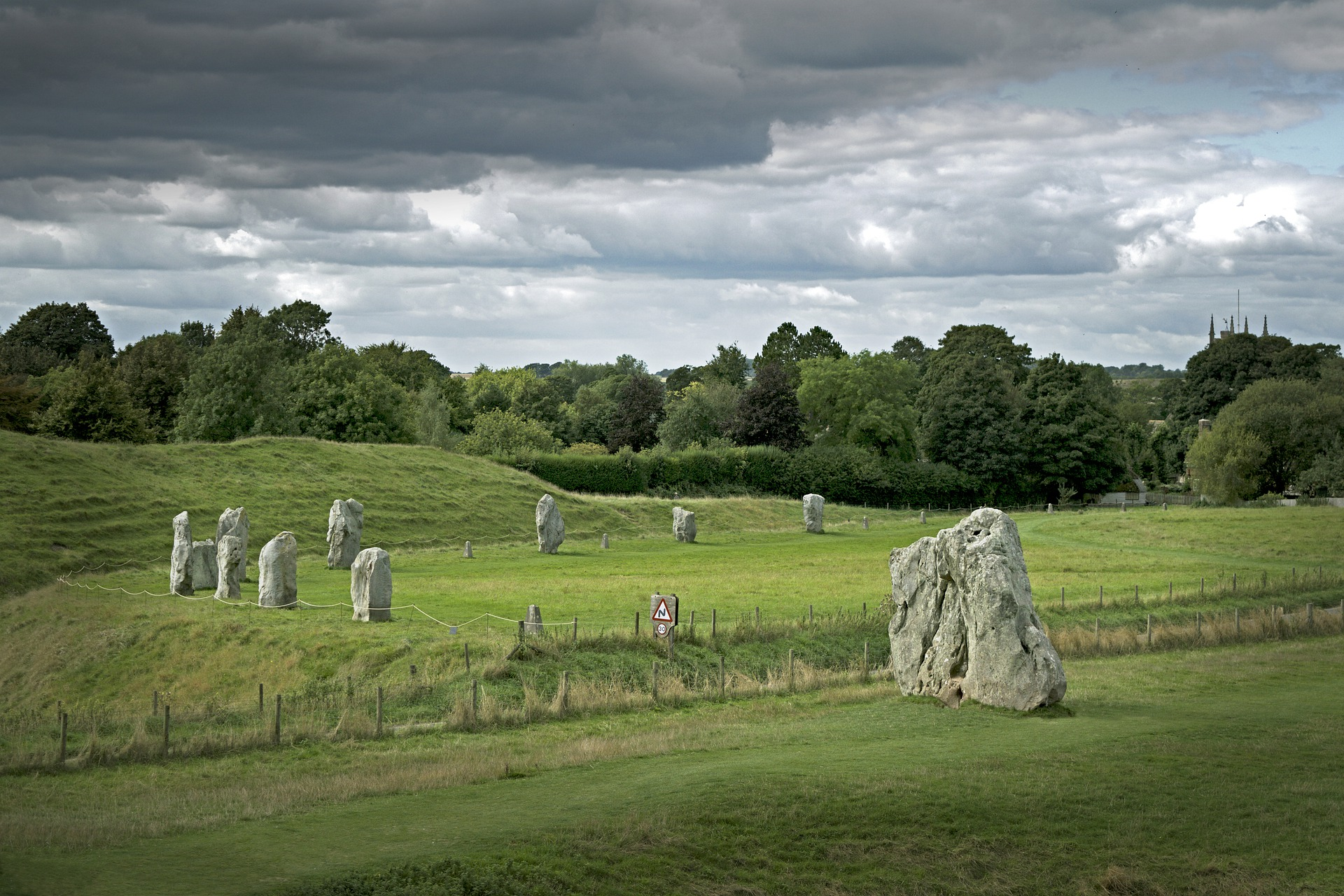 Heart of England | Avebury Henge & Stone Circle, Avebury, England, UK